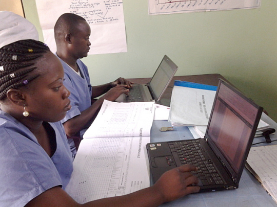 Nurses manage HIV patient data in a clinic in the Democratic Republic of Congo. Photo: PATH/Yori Matumona.